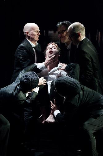 Theaterfoto von Georg Schubert: Richard 2, Regie Gernot Plass
